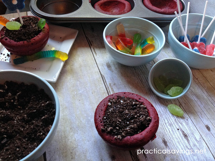 How to make flower pot cakes. These make the perfect dessert for a lawn or garden party.