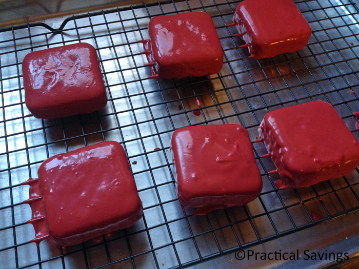 Looking for a simple, easy Valentine's Day treat? Make these personal sized Valentine's Day brownie cakes.